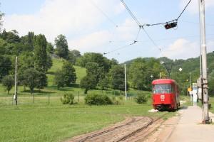 ザグレブ市内から郊外の終点まで行くと今度は可愛いローカル線が待っていた